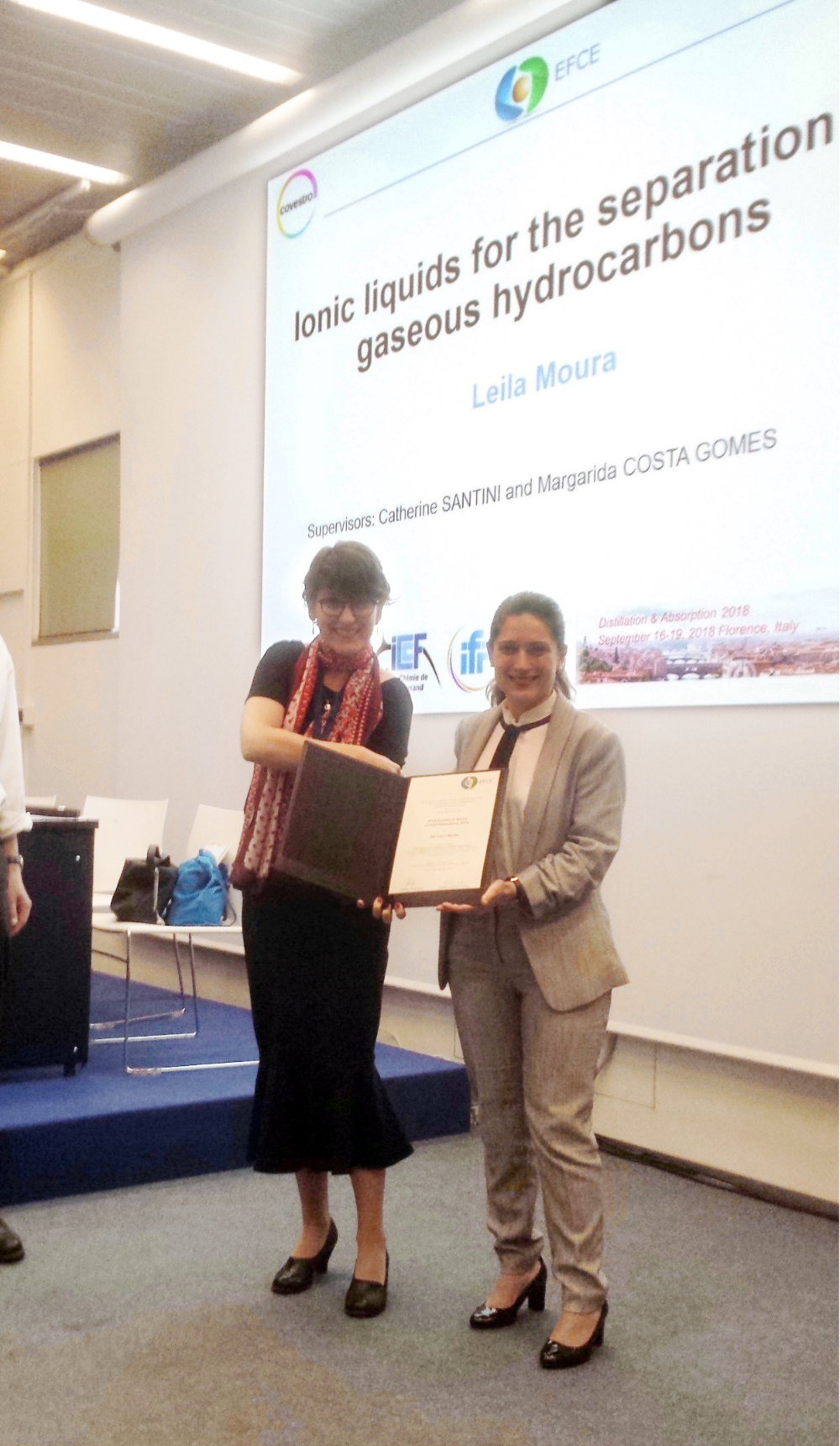 At the Destillation & Absorption Congress, Dr. Leila Moura (to the right) received the EFCE Excellence award in Fluid Separations from dr. Magdalena Bendova